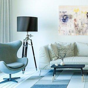 Кресло и диван в гостиной